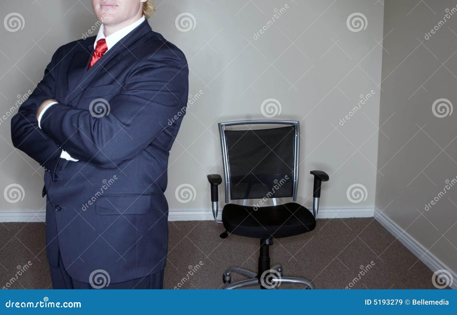 Biznesmen puste krzesło