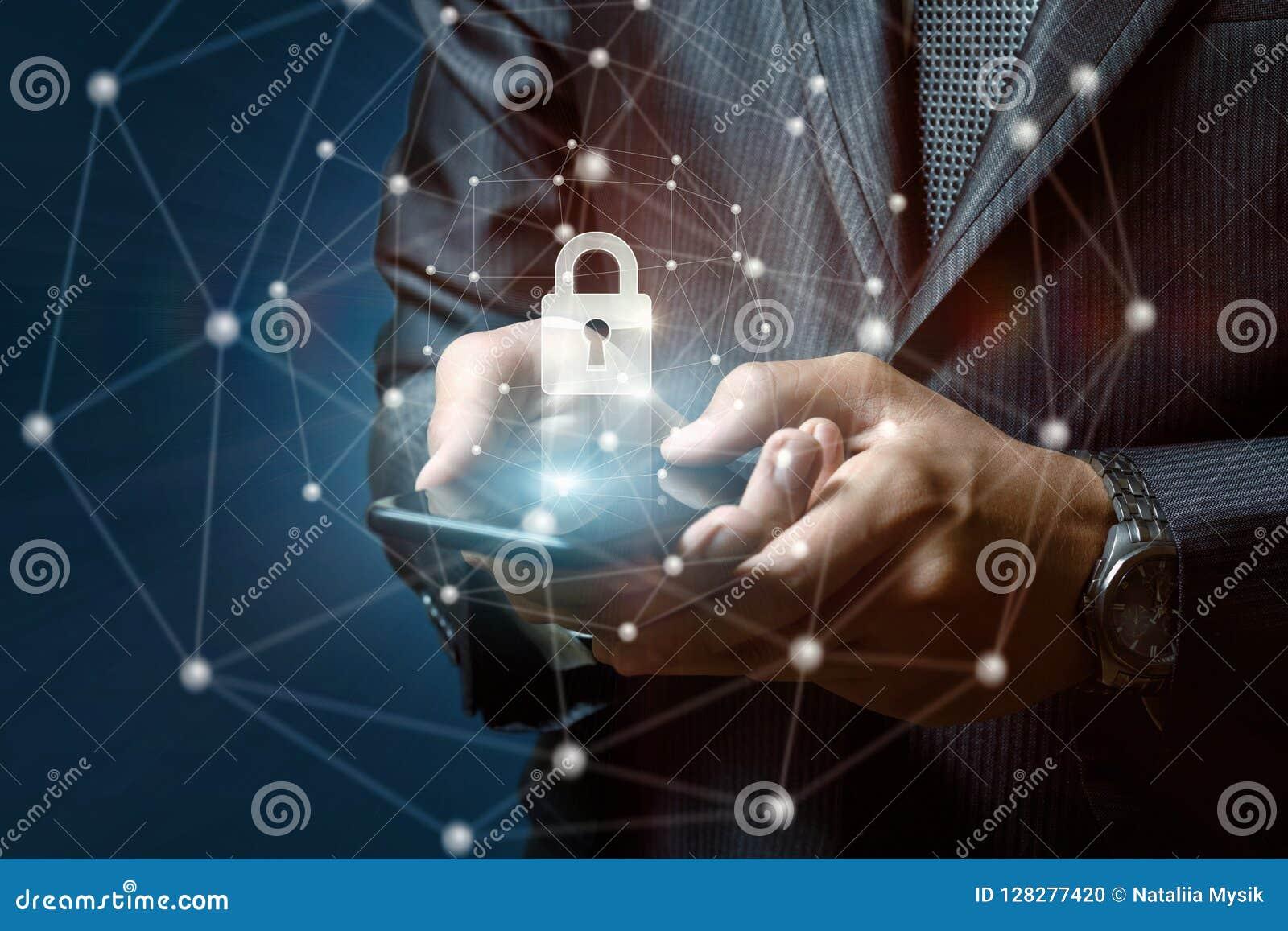 Biznesmen stawia ochrona kędziorek w telefonie