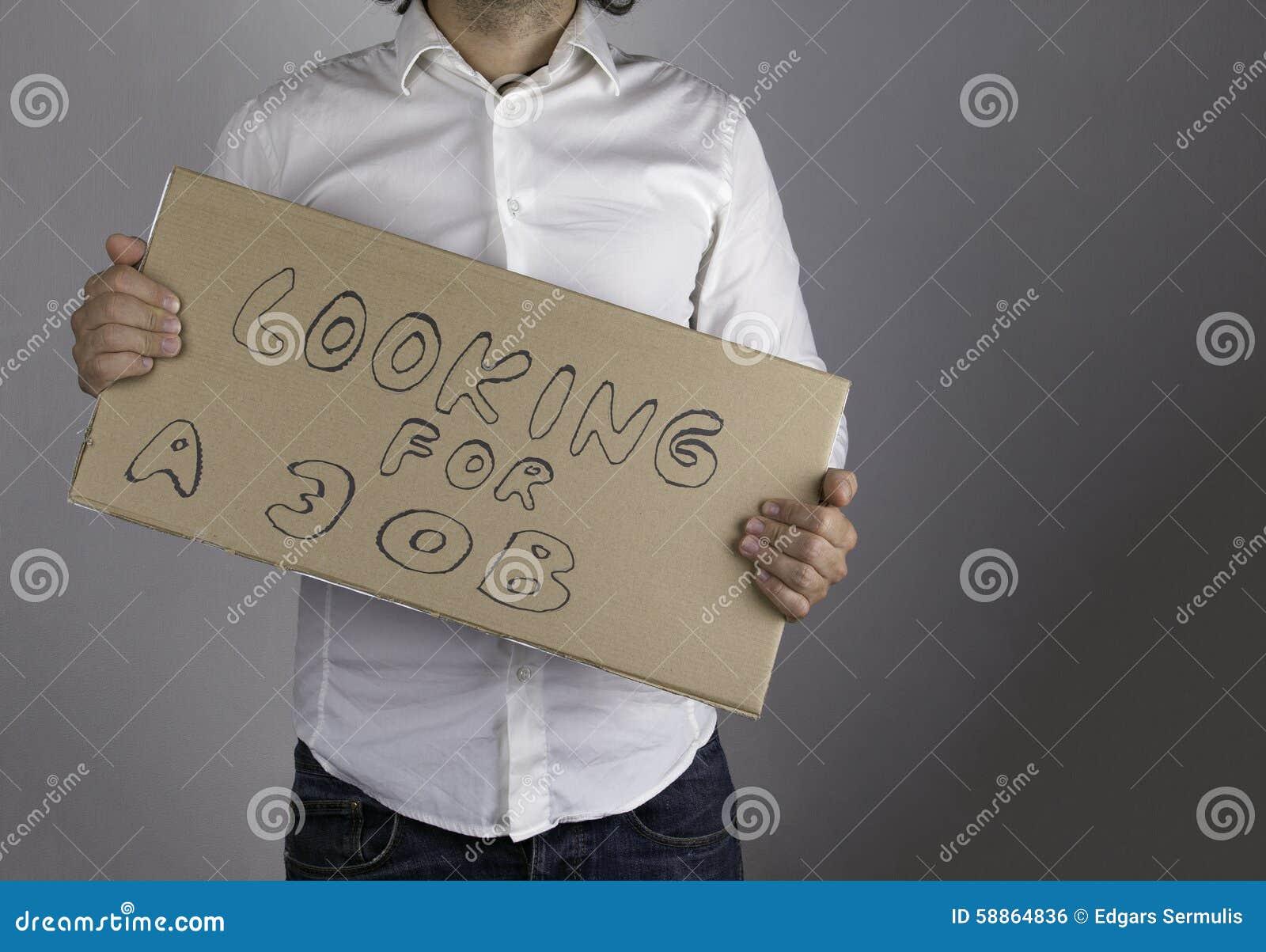 Biznesmen trzyma inskrypcję - Patrzejący dla pracy