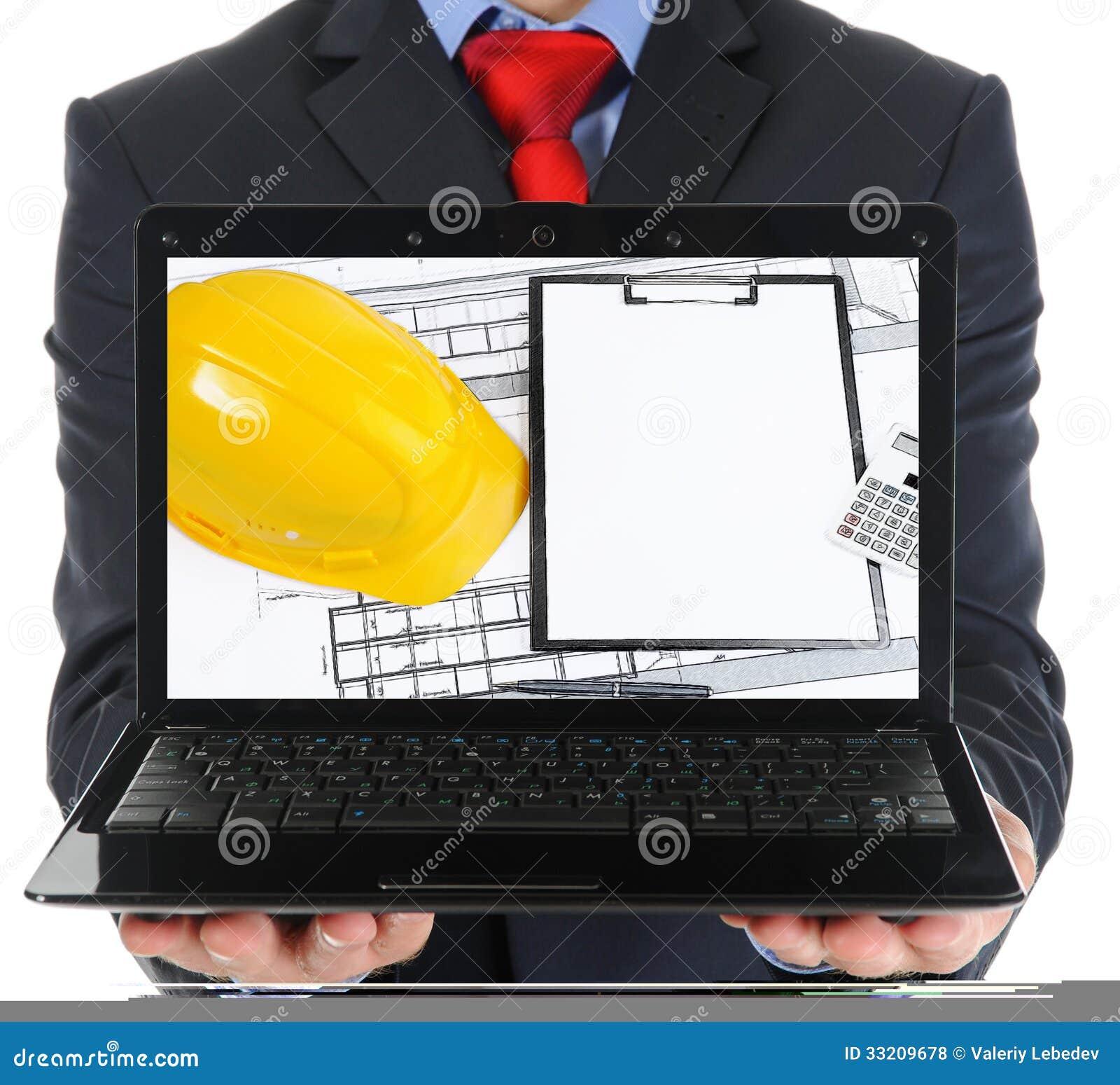 Biznesmen trzyma otwartego laptop