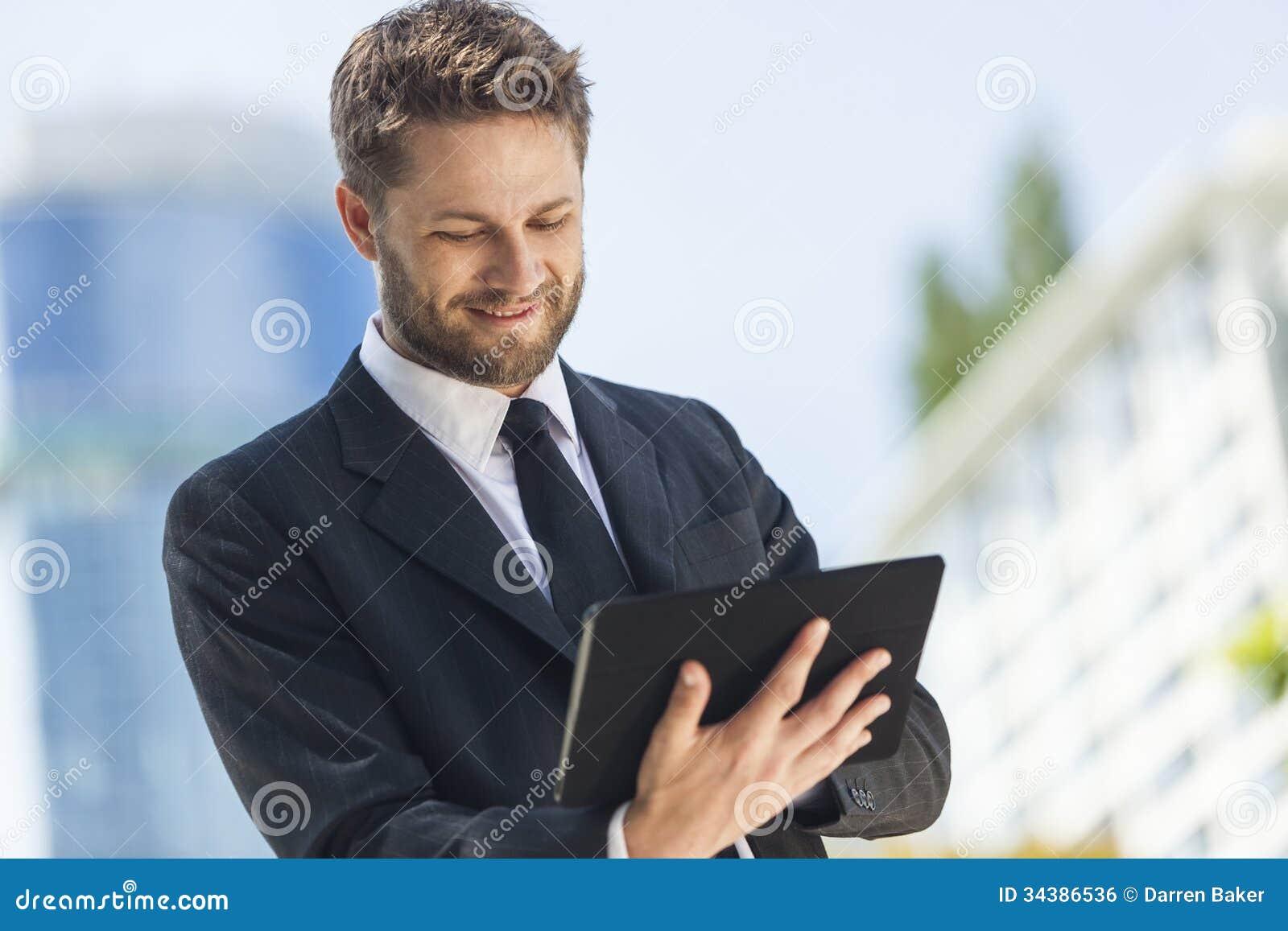 Biznesmen Używa pastylka komputer