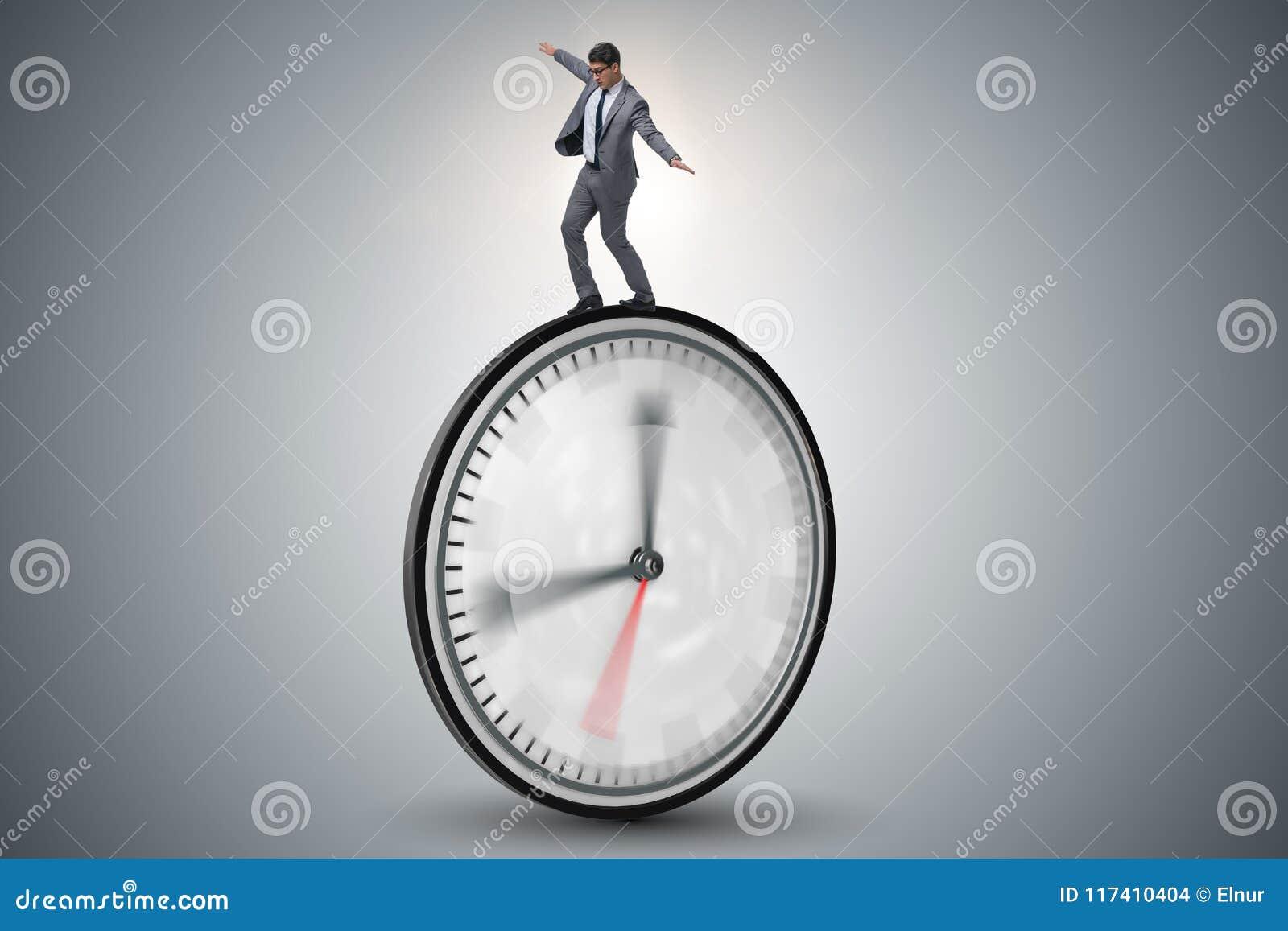Biznesmen w czasu zarządzania pojęciu