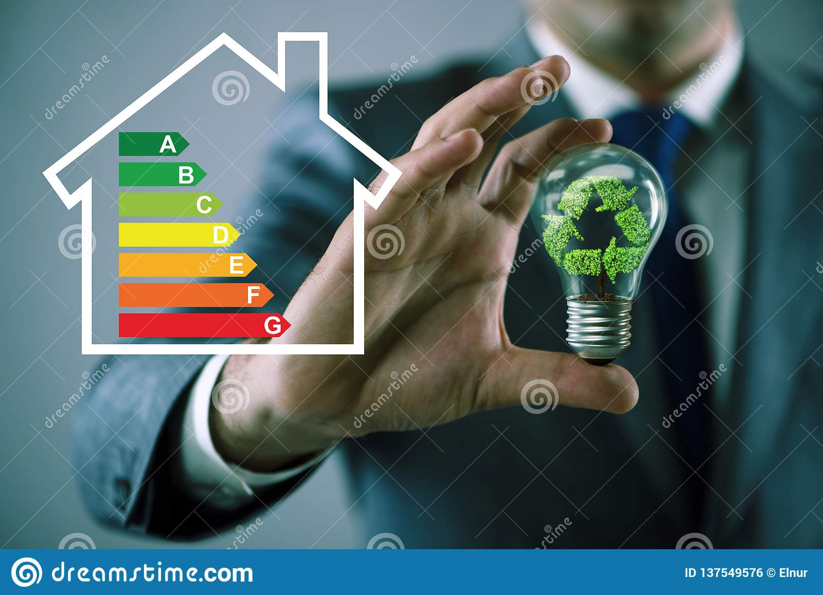 Biznesmen w wydajności energii pojęciu