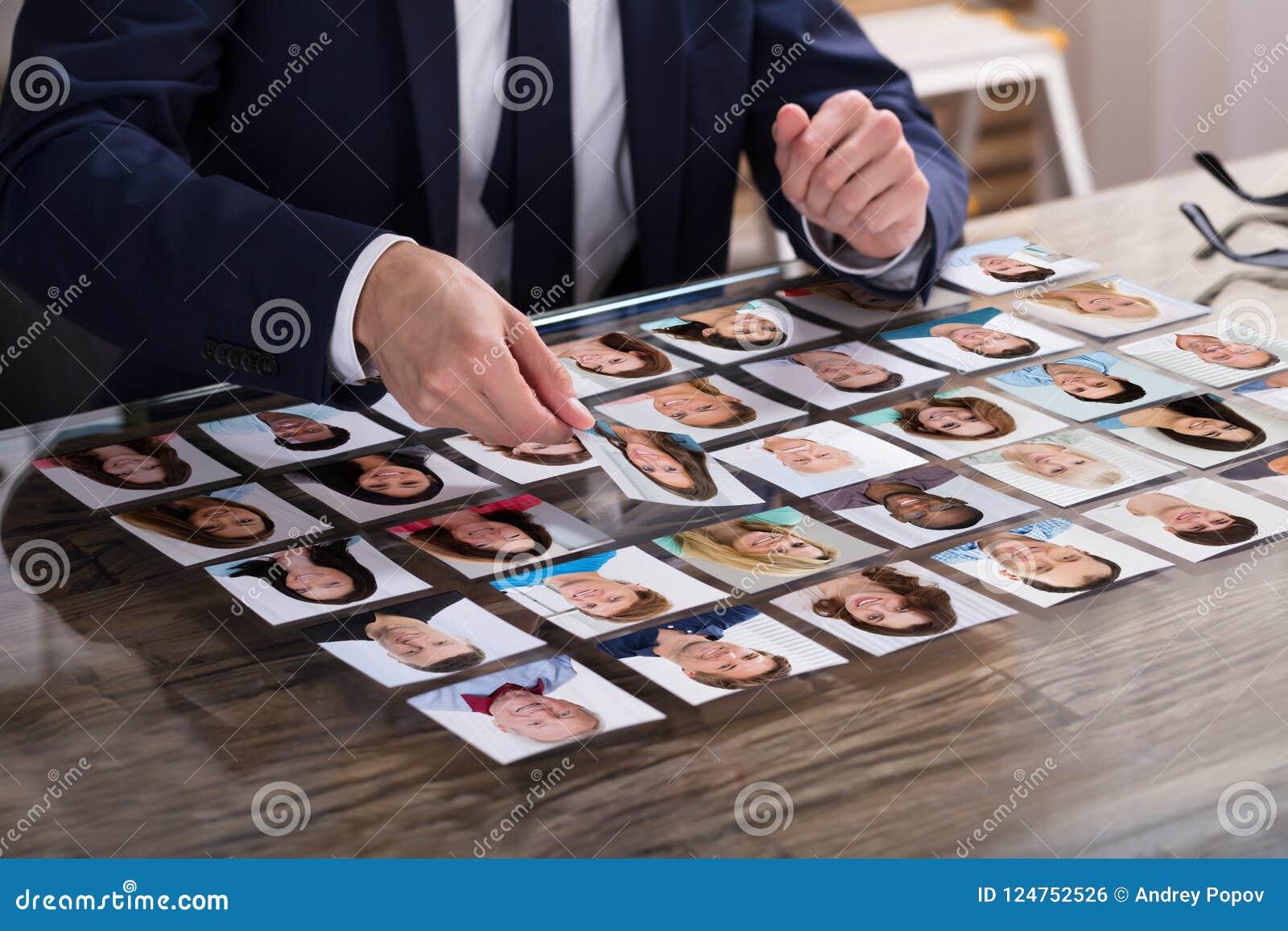 Biznesmen Wybiera fotografię kandydat