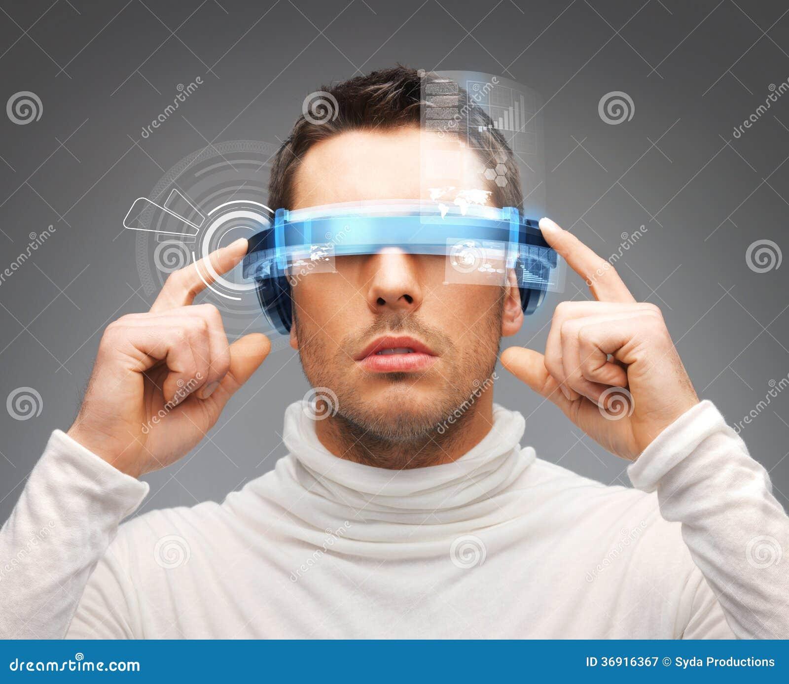 Biznesmen z cyfrowymi szkłami