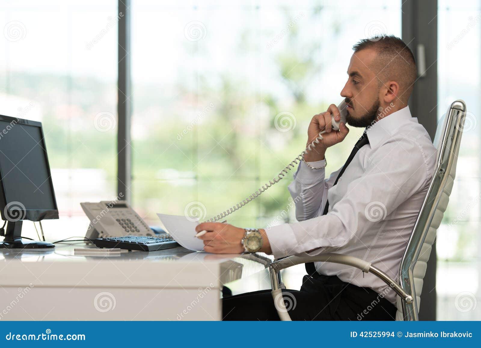 Biznesmena biura target1143_0_ telefon