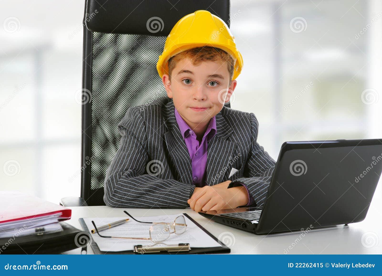 Biznesmena laptop używać potomstwo