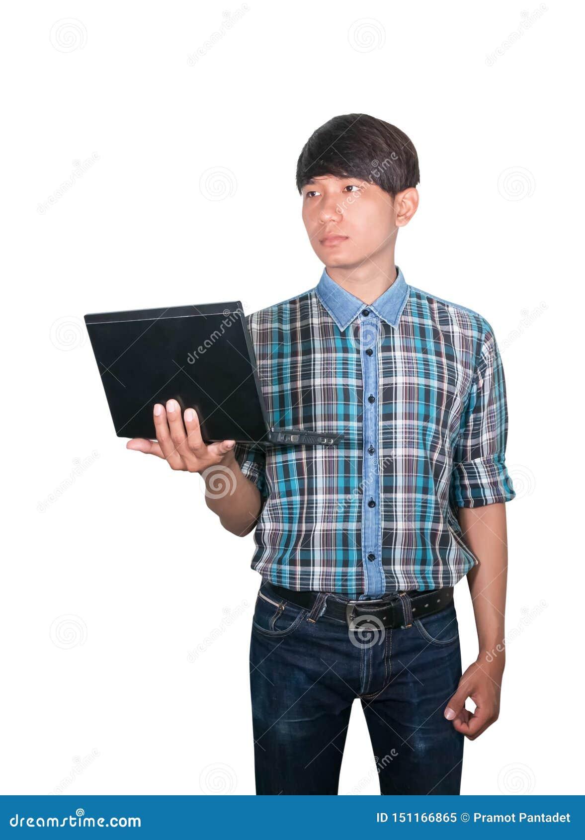 Biznesmena przystojny m?ody u?ywa laptop na bia?ym tle