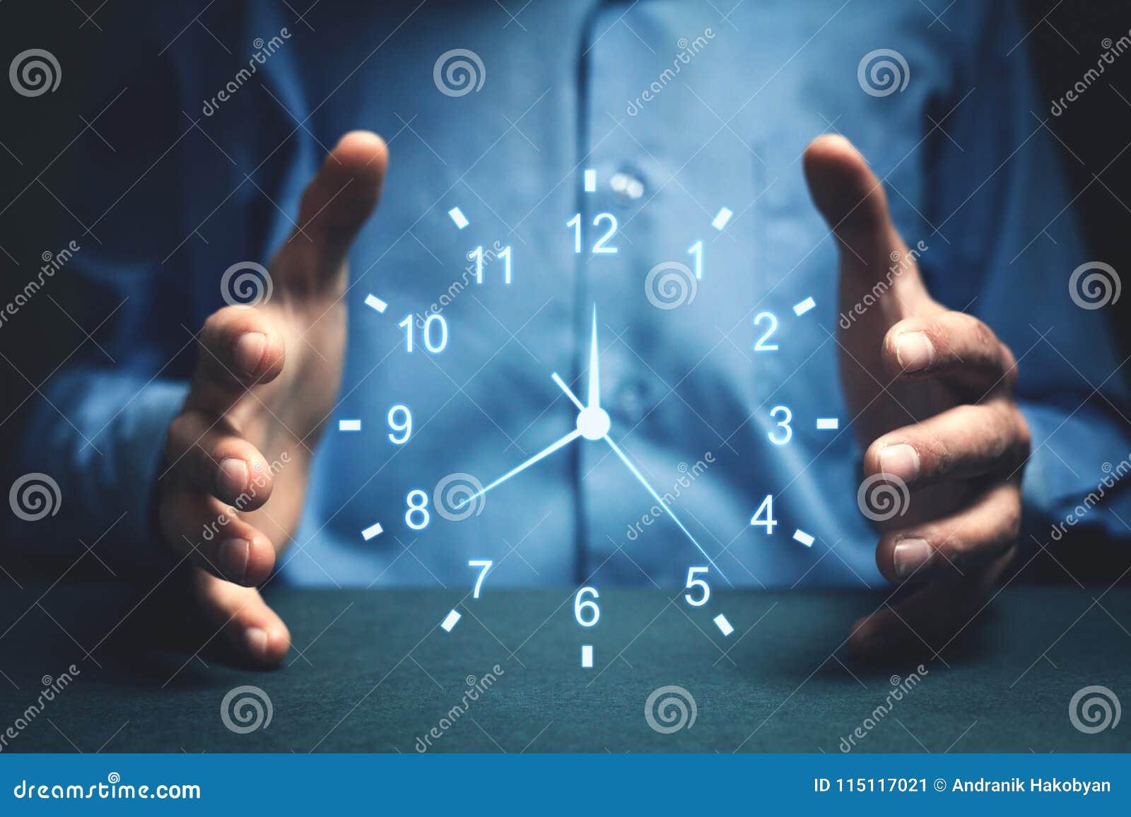 Biznesmena seansu zegar Pojęcie oszczędzanie czas
