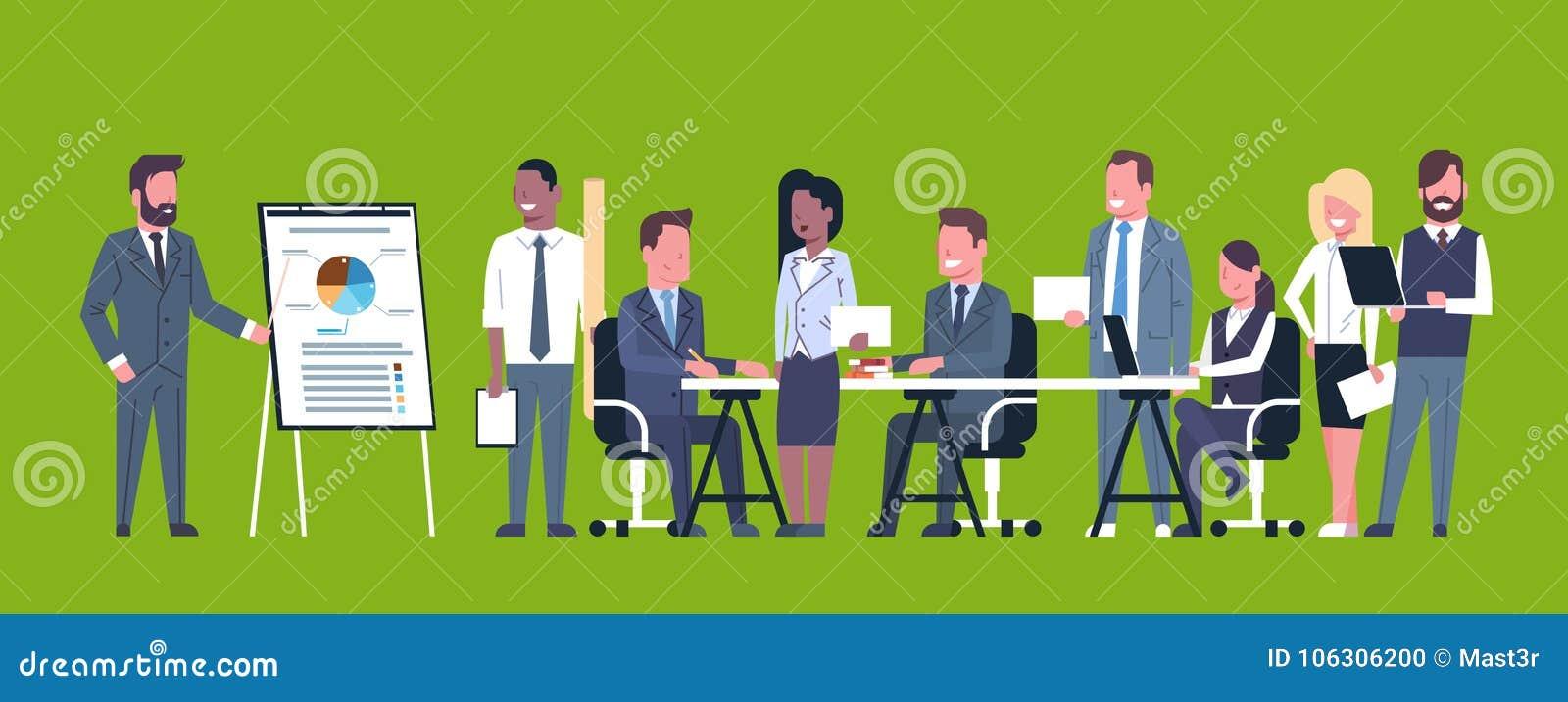Biznesowa prezentaci pojęcia drużyny Brainstorming grupa biznesmenów profesjonaliści Spotyka Dyskutujący raport Lub