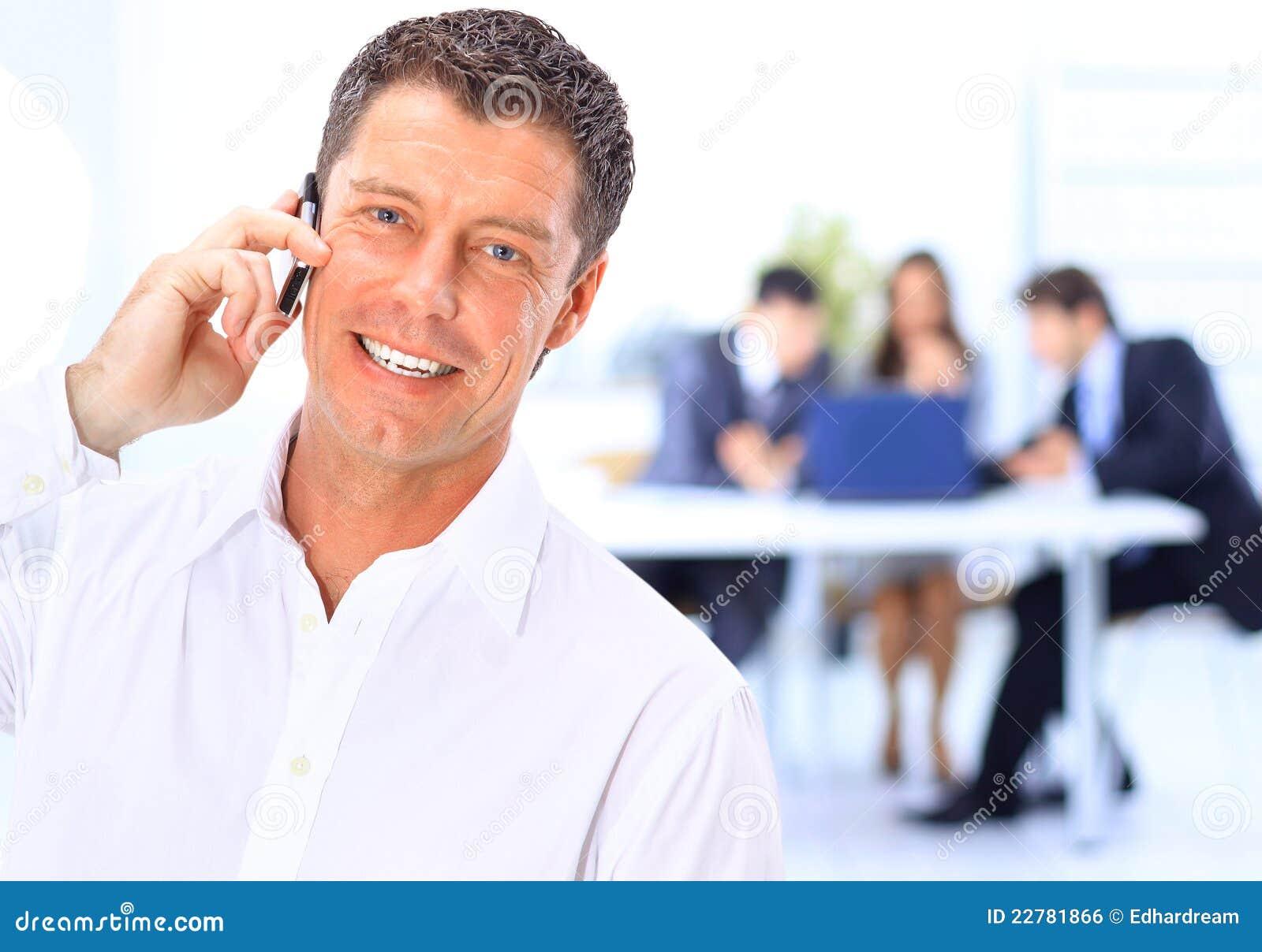 Biznesowego mężczyzna mówienie