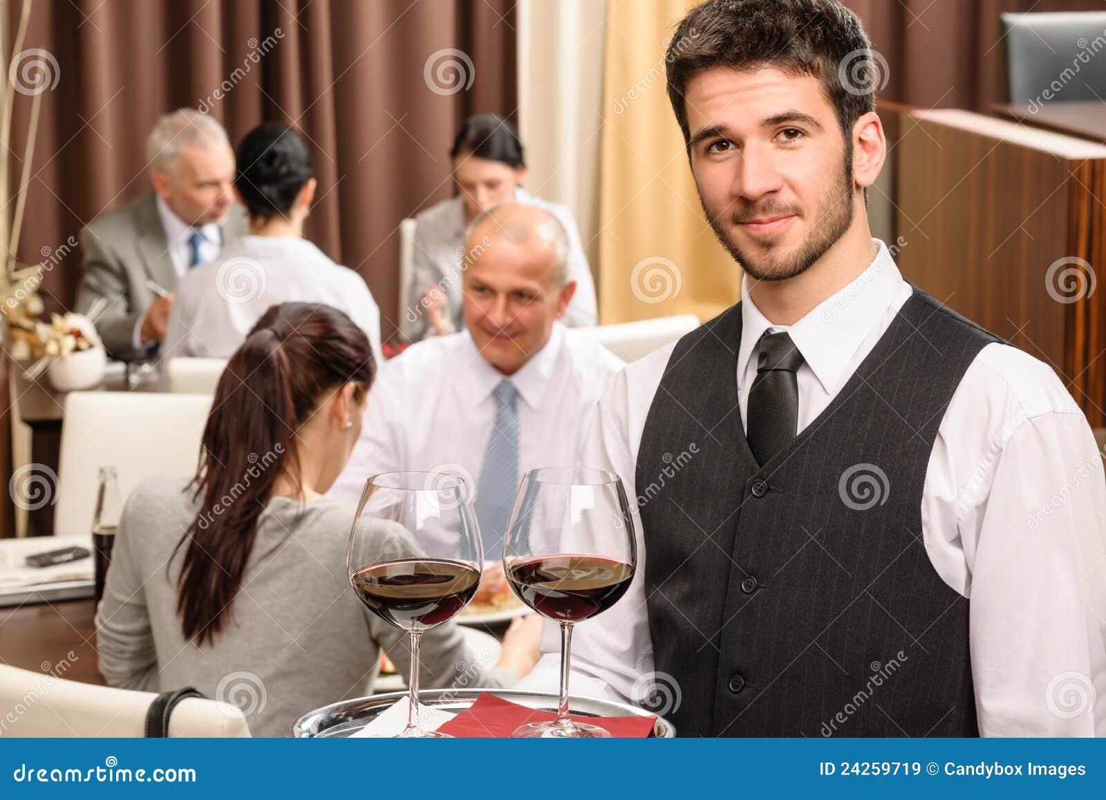 Biznesowego szkieł chwyta lunchu restauracyjny kelnera wino