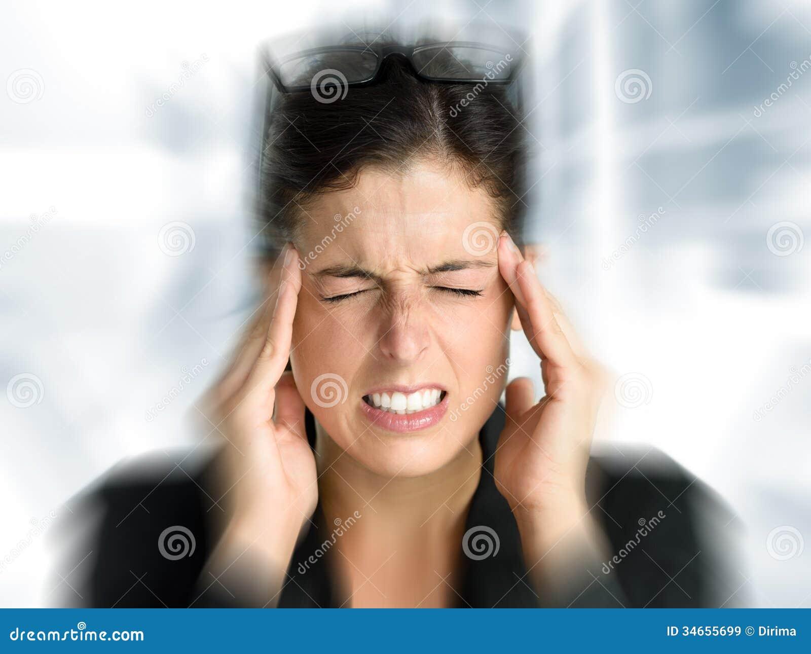Biznesowej kobiety migrena i stres