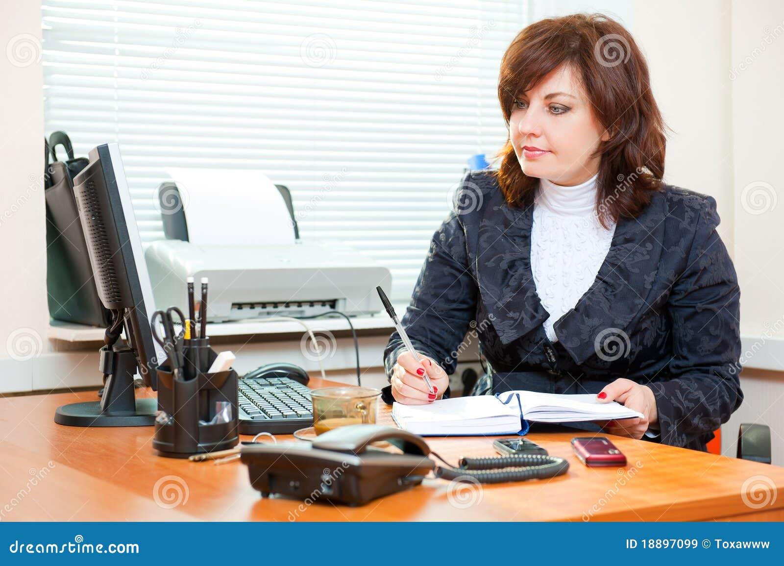 Biznesowej kobiety pracy