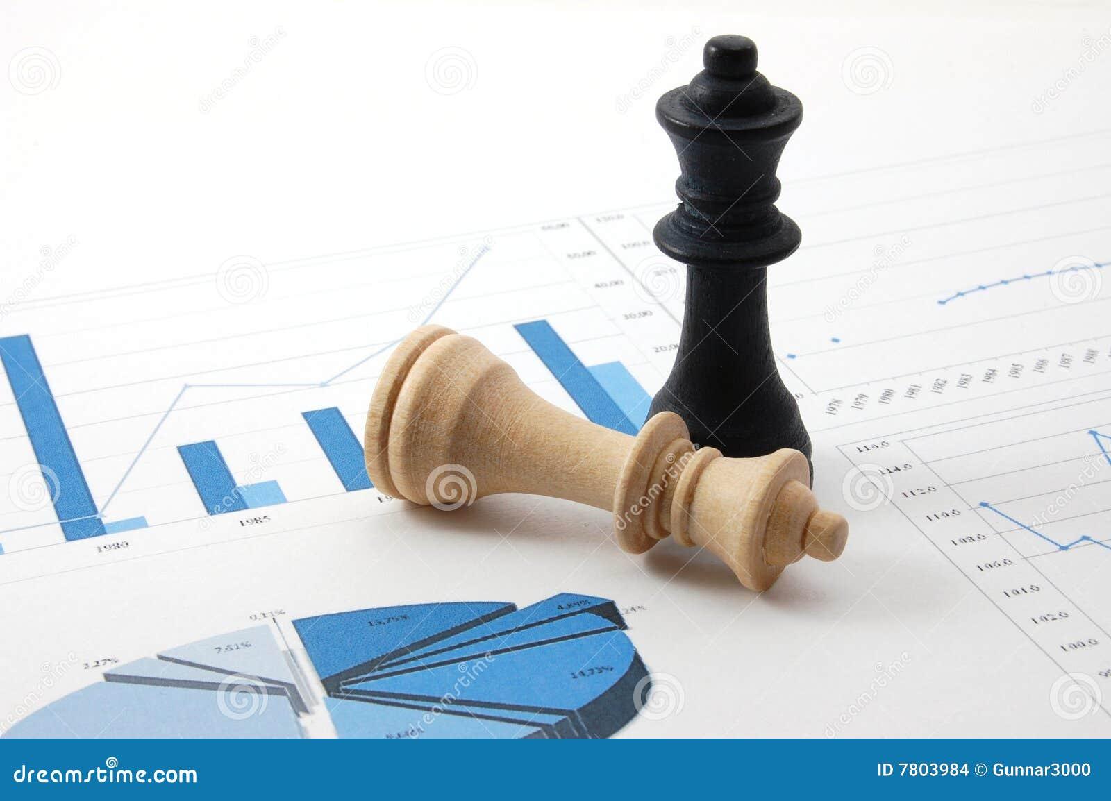 Biznesowej mapy szachowy mężczyzna