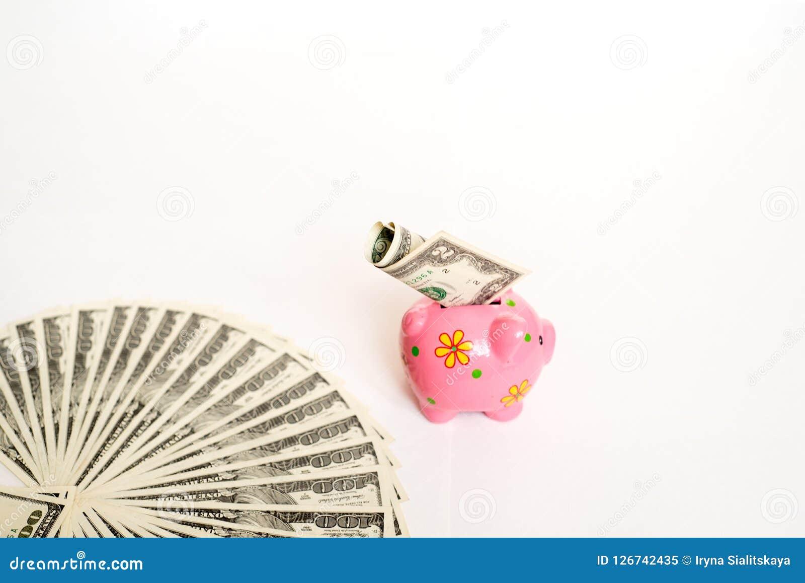 Biznesu, finanse, inwestyci, oszczędzania i korupci pojęcie, - zamyka up dolar gotówki pieniądze i prosiątko bank na stole