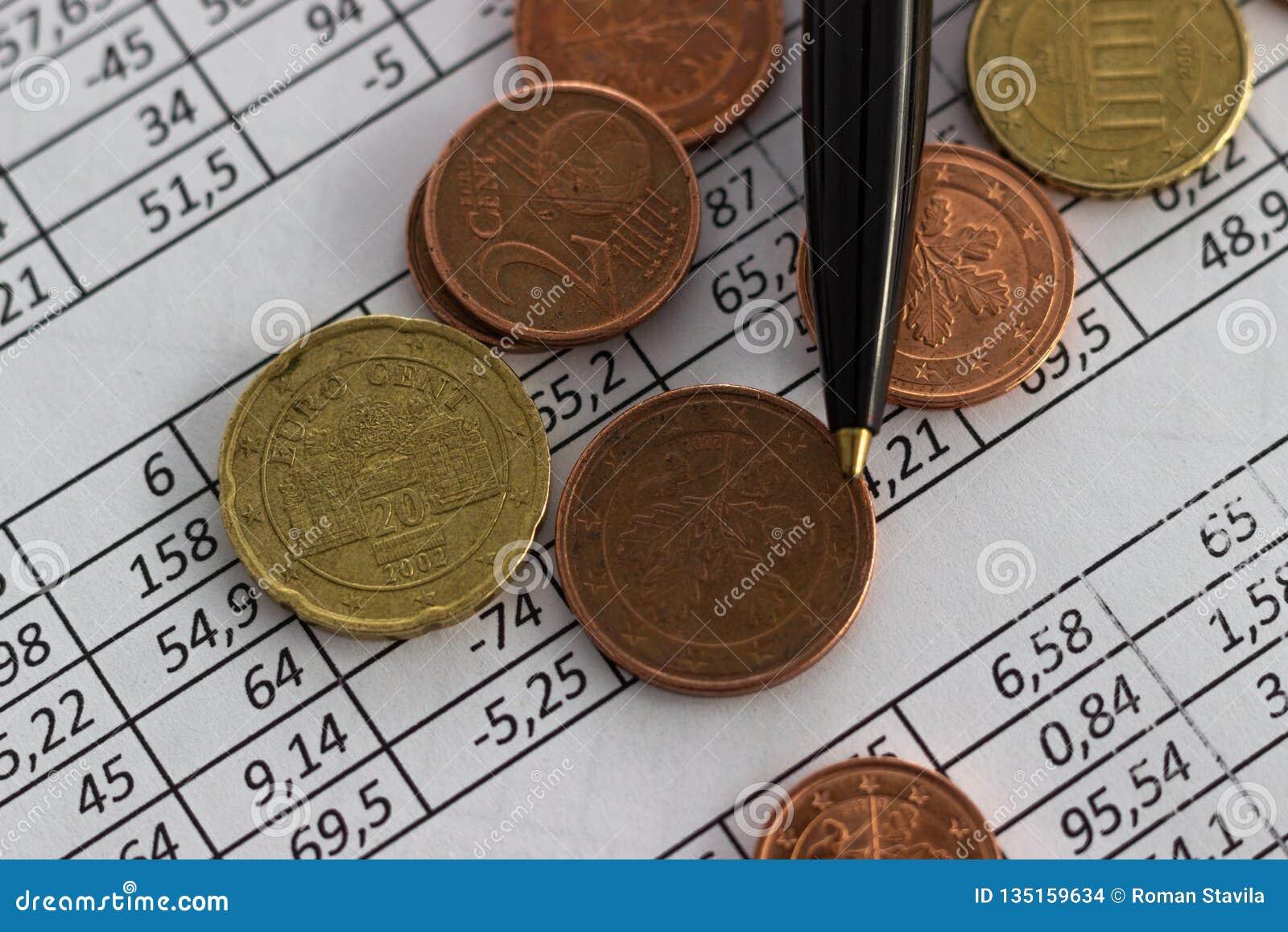 Biznesu oszczędzania planowania konta finansowy pojęcie rozliczający, biznesowi obliczenia, spieniężają liczenie