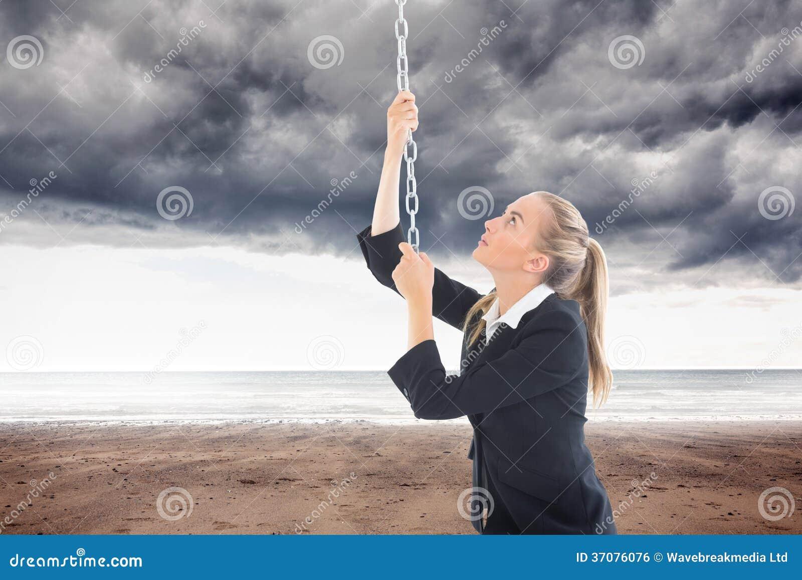 Download Bizneswoman Ciągnie łańcuch Zdjęcie Stock - Obraz złożonej z chmurny, classy: 37076076