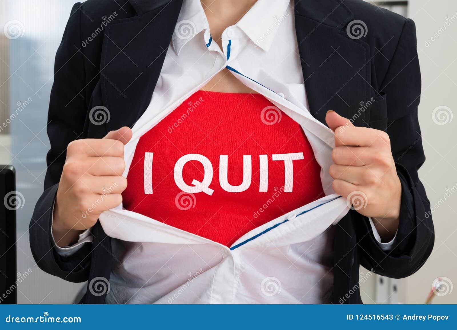 Bizneswoman Drzeje Z koszula Z Rezygnuję znaka