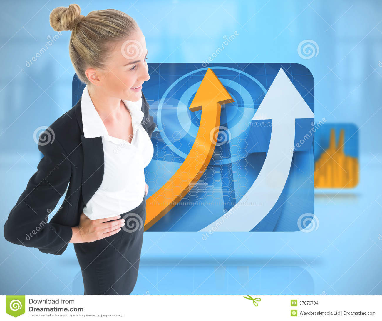 Download Bizneswoman Pozycja Z Rękami Na Biodrach Zdjęcie Stock - Obraz złożonej z ubierający, kostium: 37076704