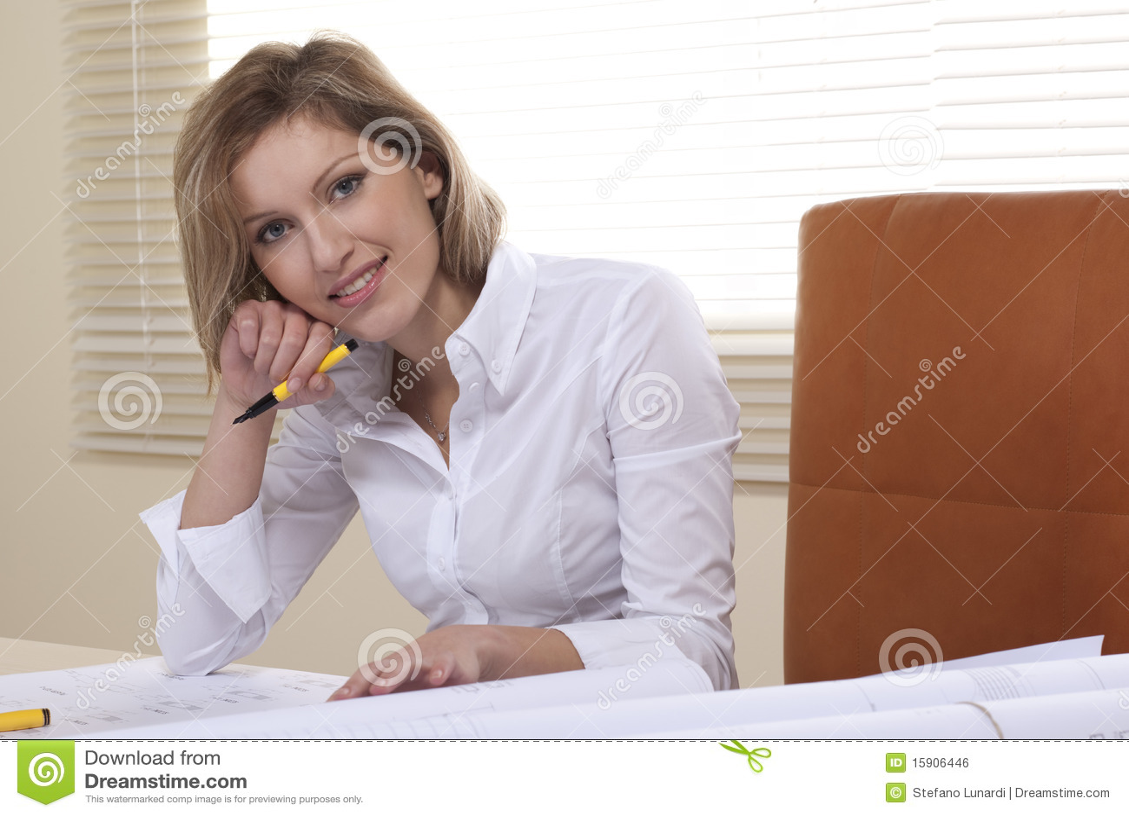 Bizneswoman projektuje działanie