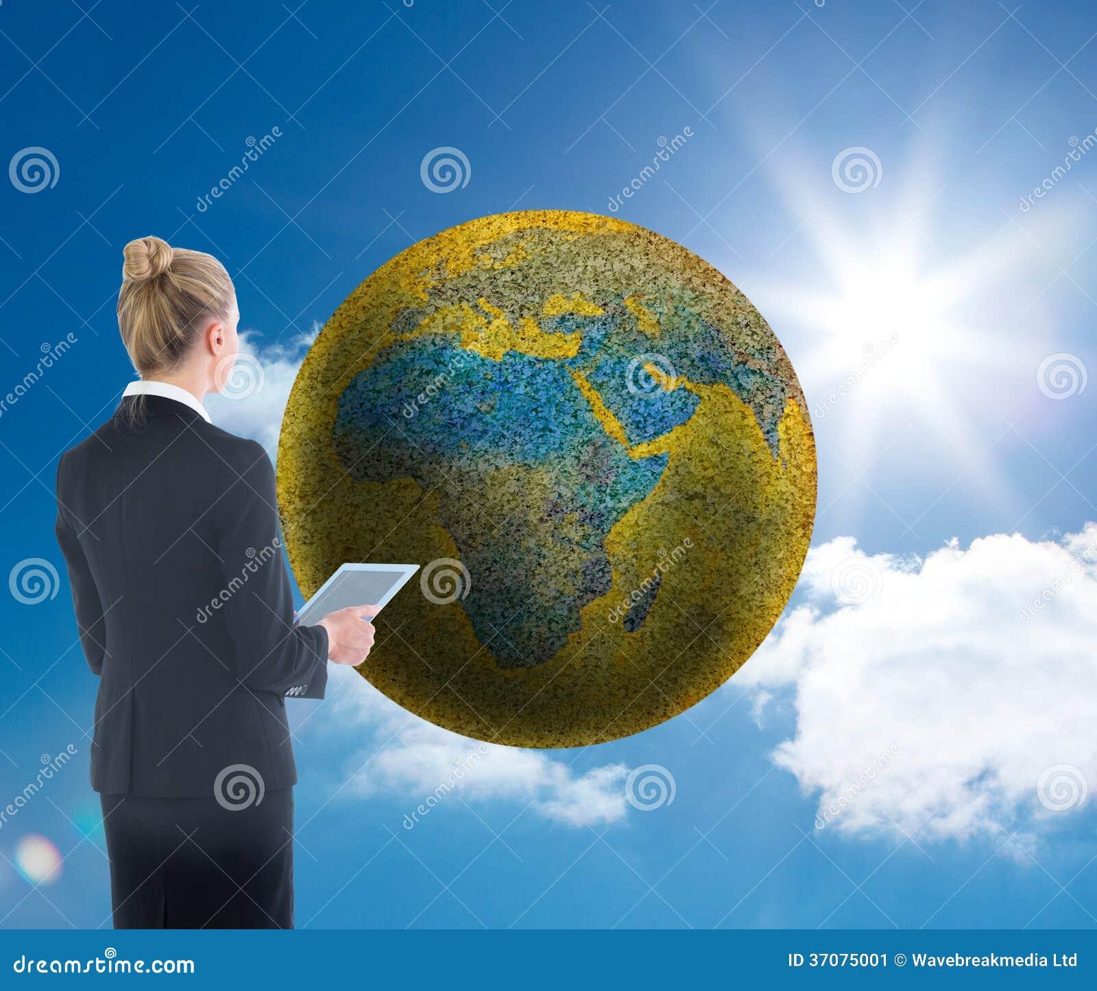 Download Bizneswoman Trzyma Nową Pastylkę Obraz Stock - Obraz złożonej z mądrze, classy: 37075001