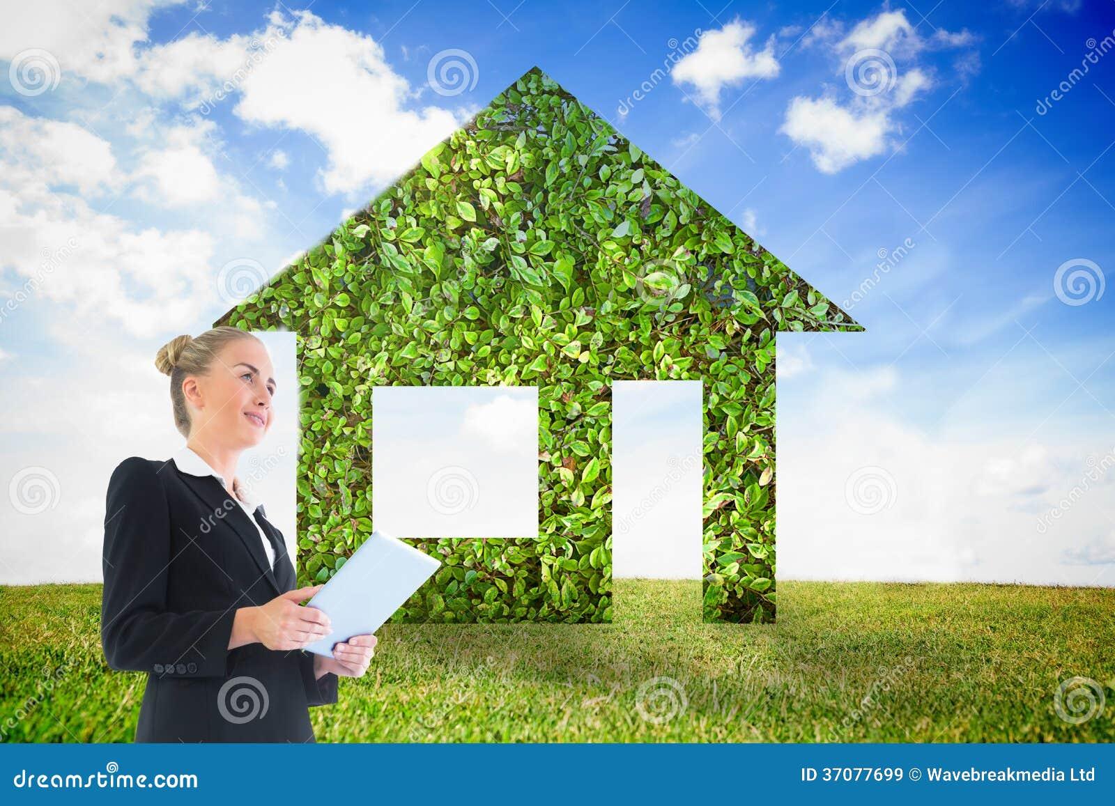Download Bizneswoman Trzyma Nową Pastylkę Ilustracji - Ilustracja złożonej z błękitny, drzwi: 37077699