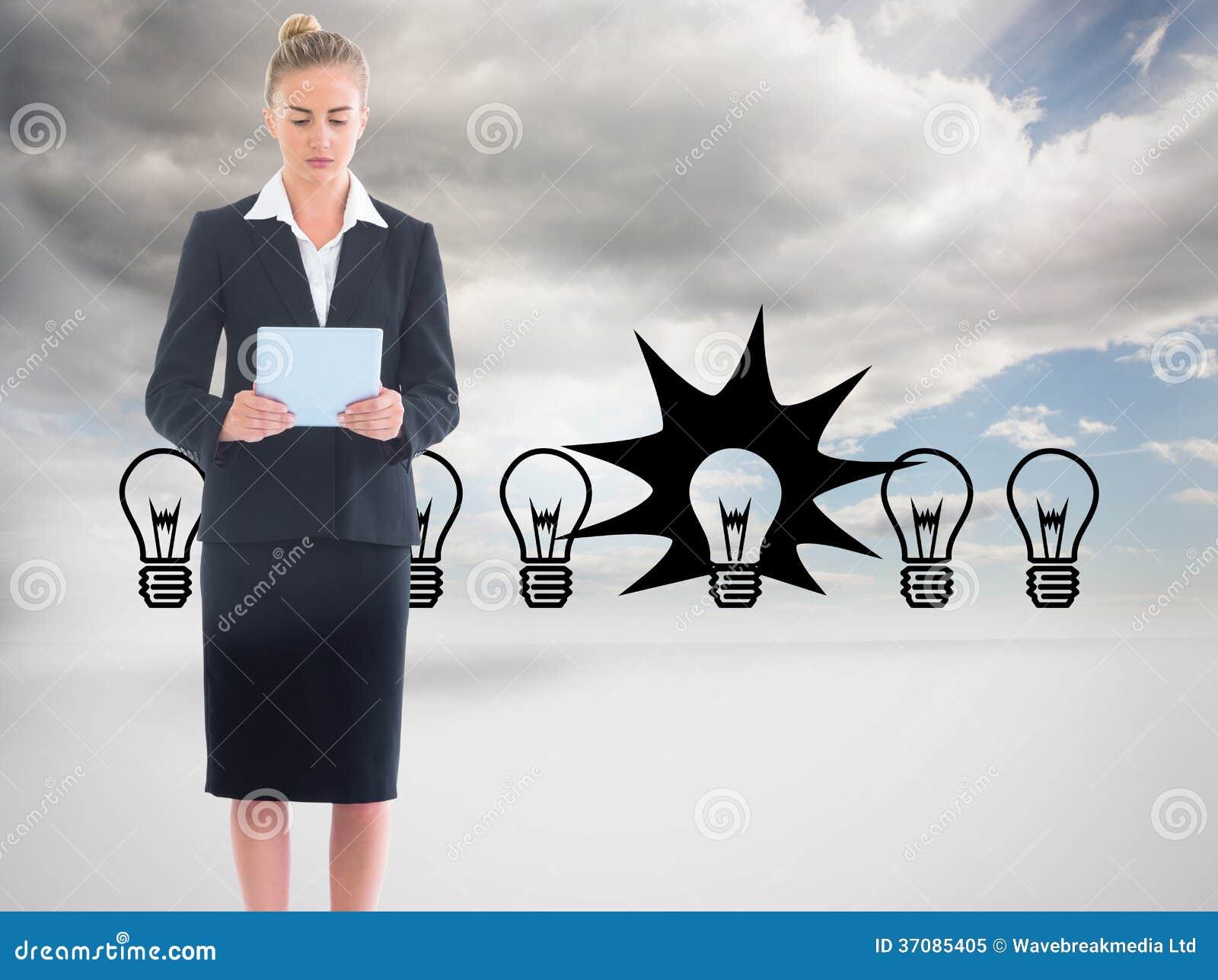 Download Bizneswoman Trzyma Nową Pastylkę Obraz Stock - Obraz złożonej z osoba, błękitny: 37085405