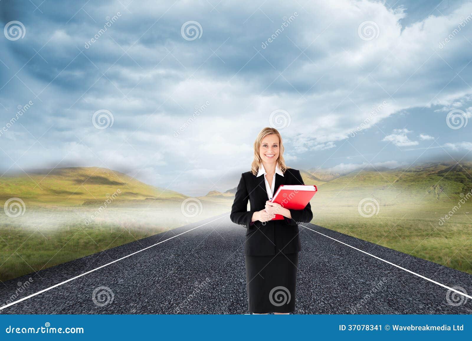 Download Bizneswoman Uśmiecha Się Falcówki I Trzyma Obraz Stock - Obraz złożonej z grafika, mądrze: 37078341