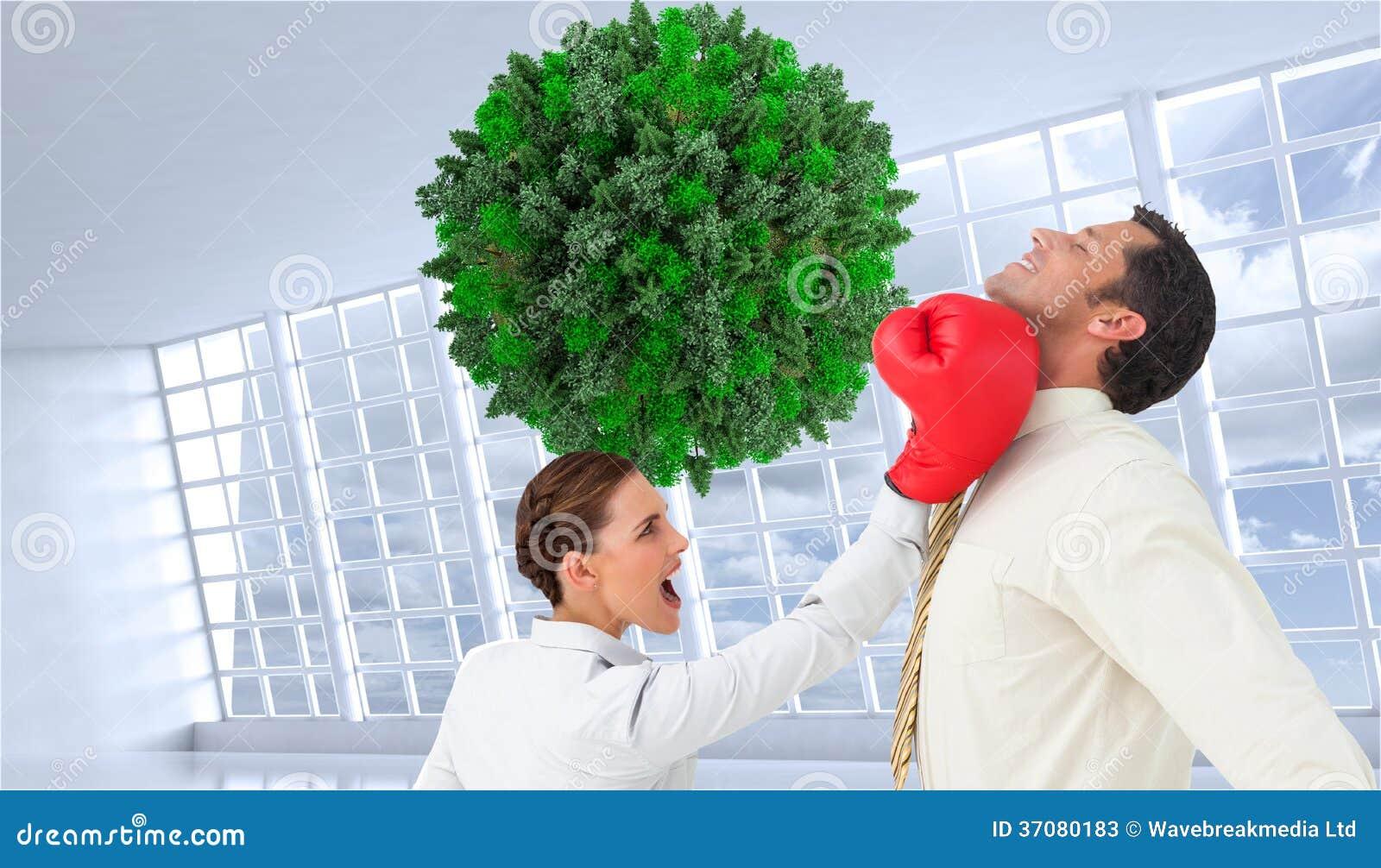 Download Bizneswoman Uderza Biznesmena Z Bokserskimi Rękawiczkami Obraz Stock - Obraz złożonej z okno, biznesmen: 37080183