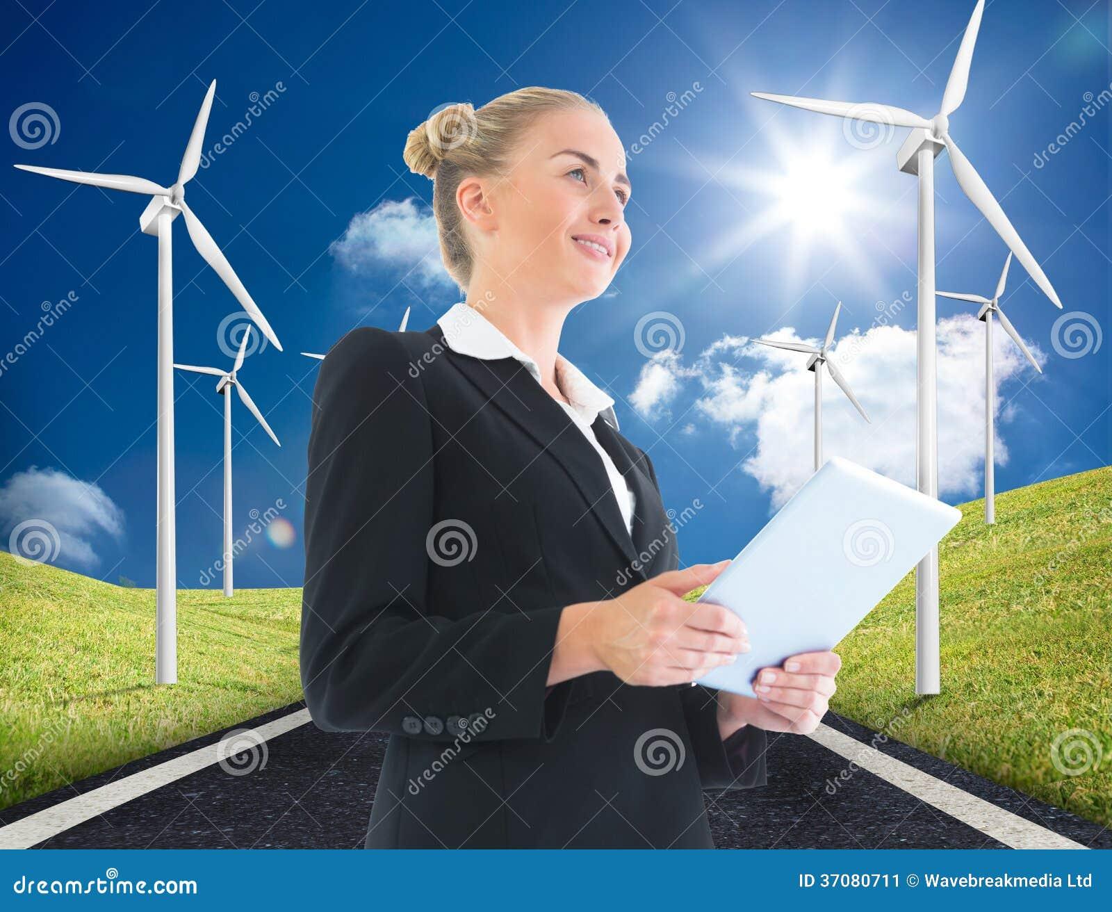 Download Bizneswomanu Mienia Pastylka Obraz Stock - Obraz złożonej z trawy, chmurny: 37080711