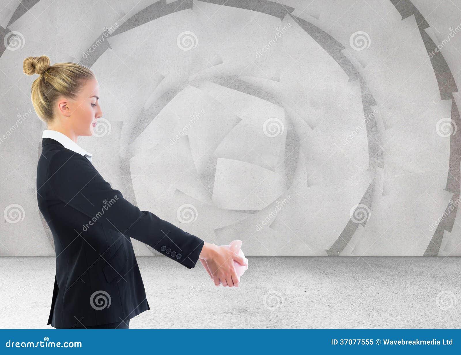 Download Bizneswomanu Mienia Prosiątka Bank Obraz Stock - Obraz złożonej z prosiątko, potomstwa: 37077555