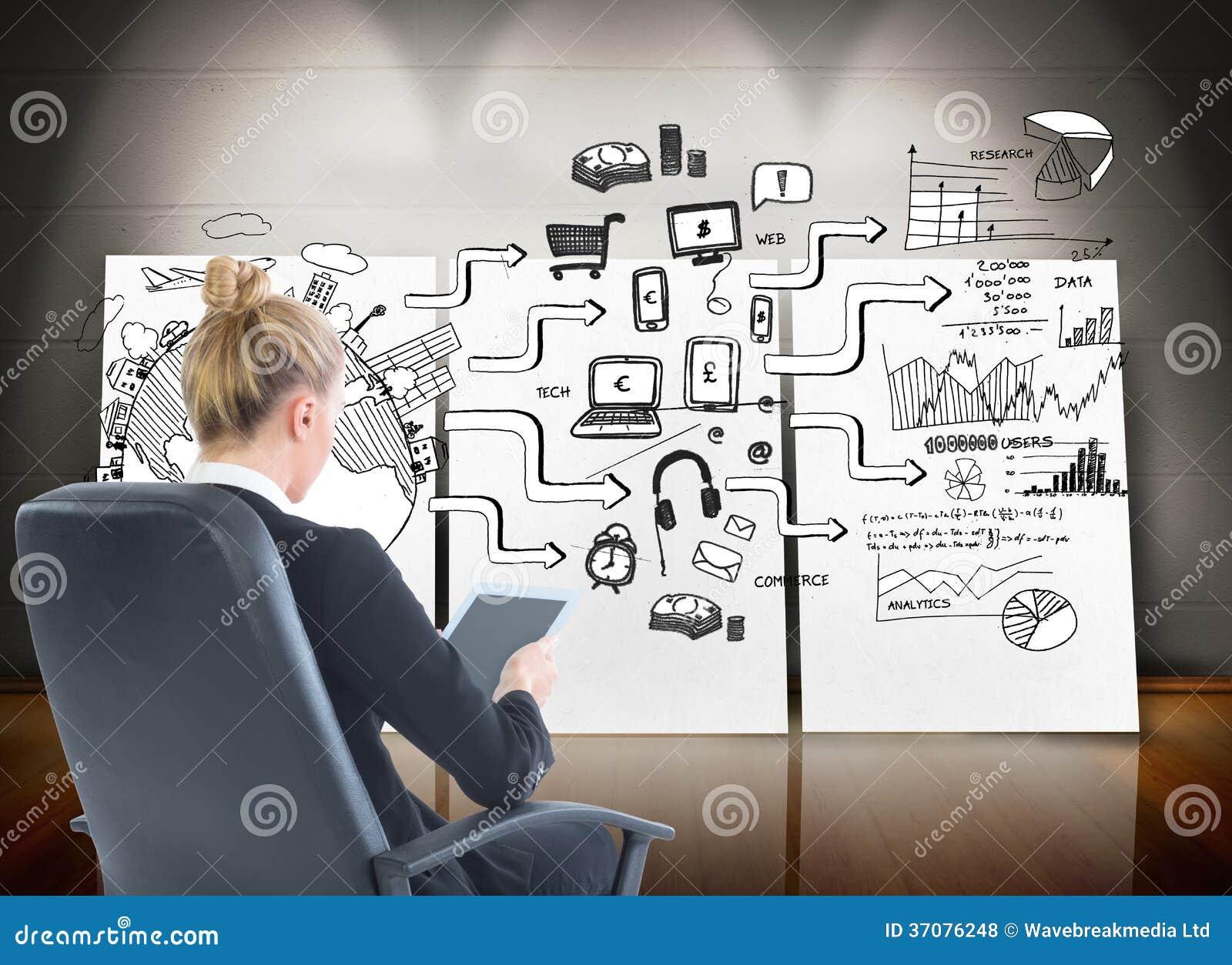 Download Bizneswomanu Obsiadanie Na Swivel Krześle Z Pastylką Zdjęcie Stock - Obraz złożonej z komputer, pastylka: 37076248