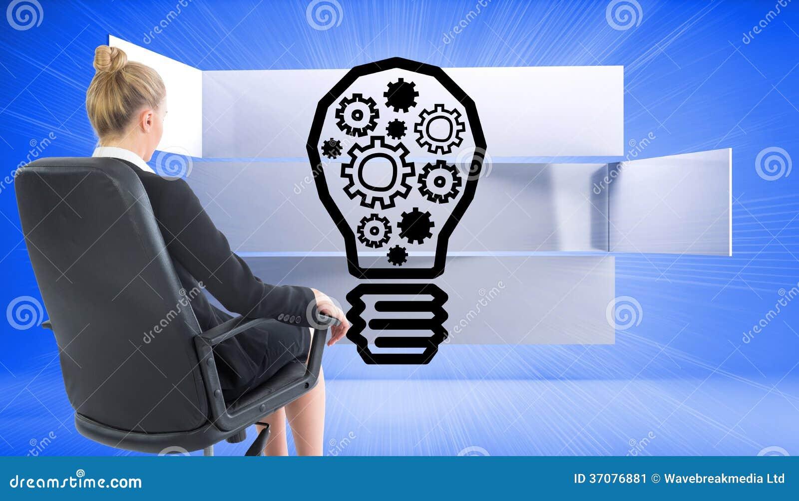 Download Bizneswomanu Obsiadanie Na Swivel Krześle W Czarnym Kostiumu Obraz Stock - Obraz złożonej z well, osoba: 37076881