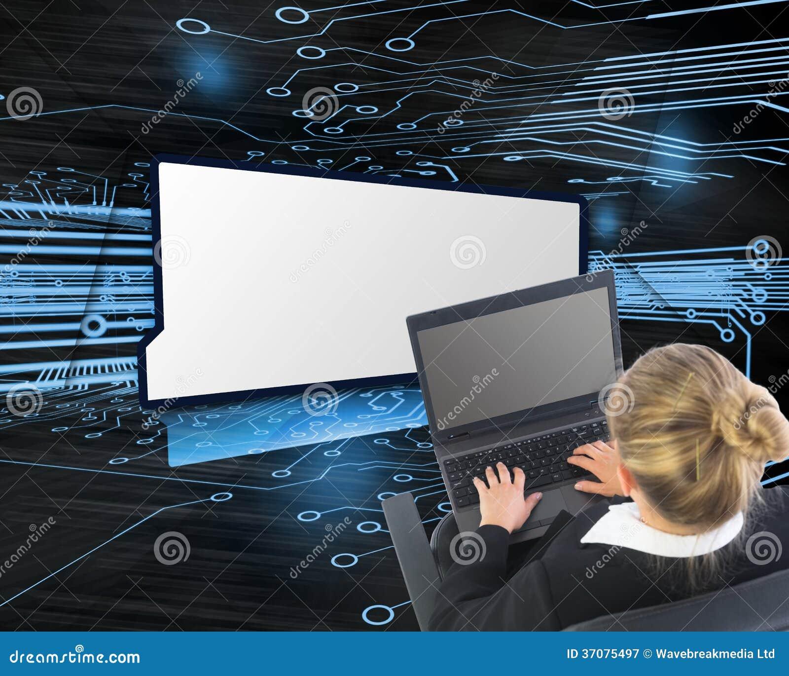 Download Bizneswomanu Obsiadanie Na Swivel Krześle Z Laptopem Obraz Stock - Obraz złożonej z kobiety, błękitny: 37075497