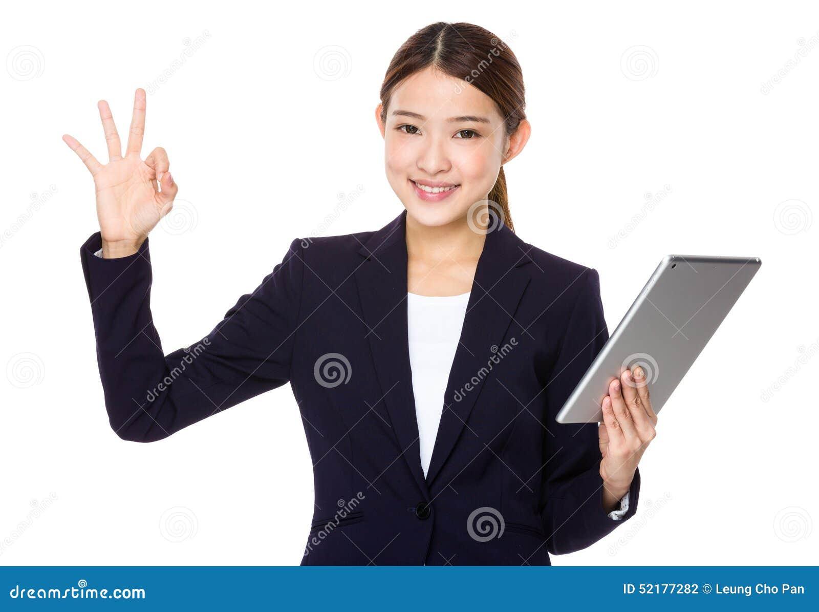 Bizneswomanu OK gest z pastylką