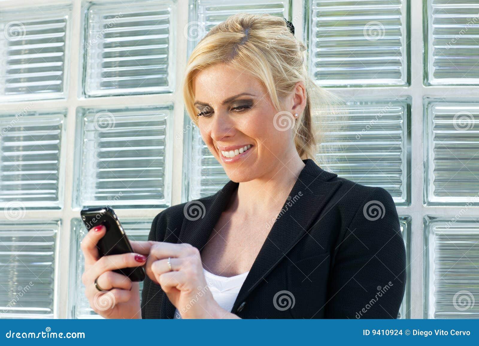 Bizneswomanu telefonu mądrze używać
