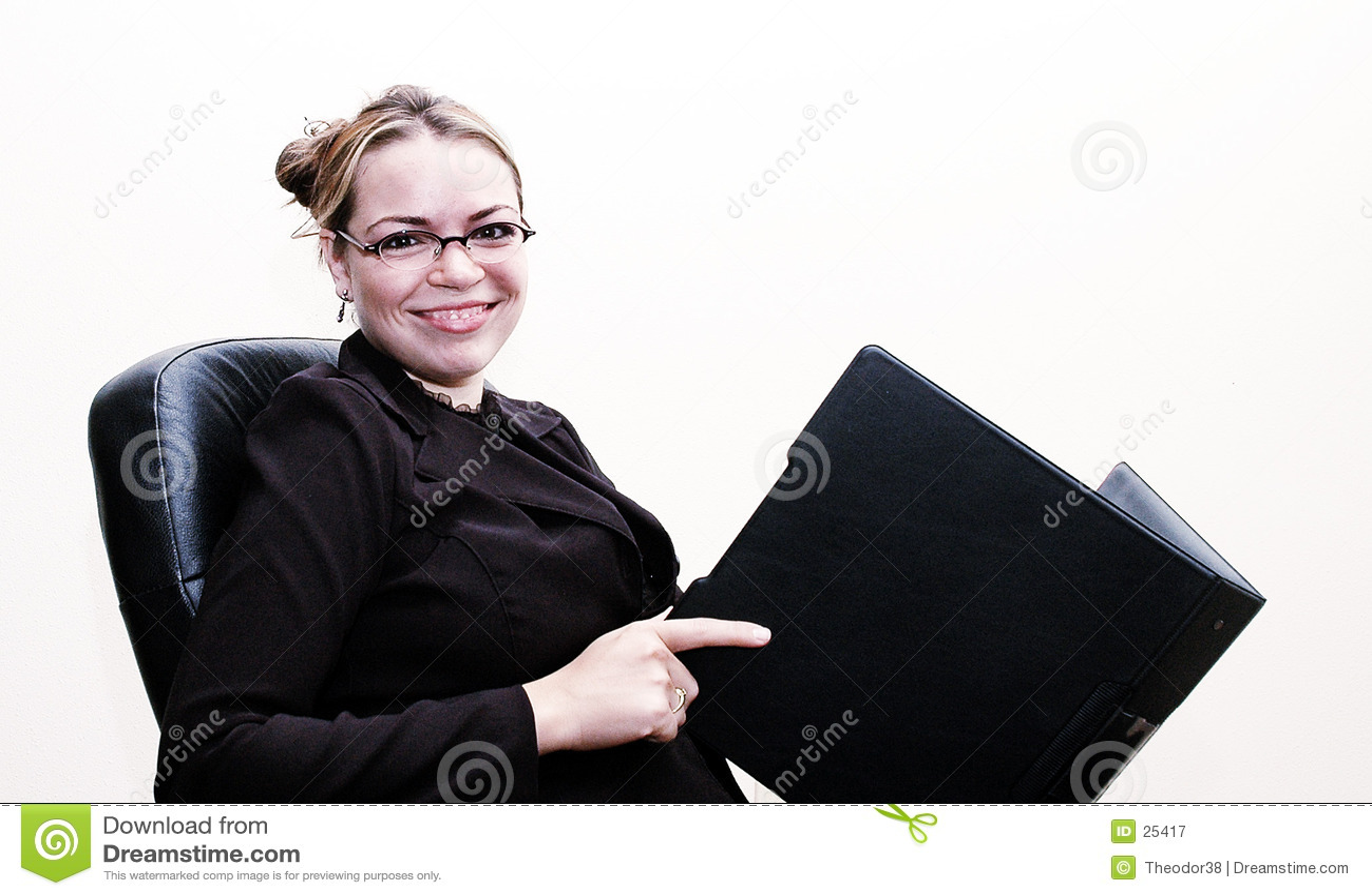 Bizneswomanu uśmiecha się