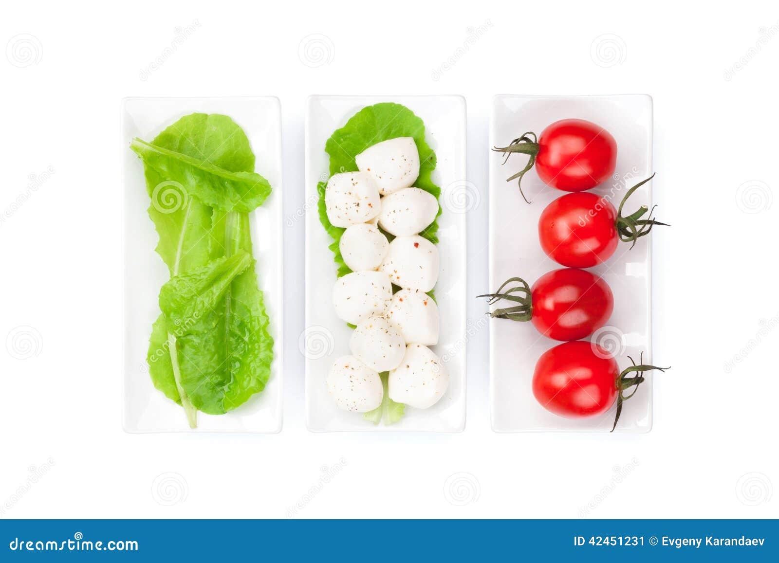 Blätter der Tomaten, des Mozzarellas und des grünen Salats