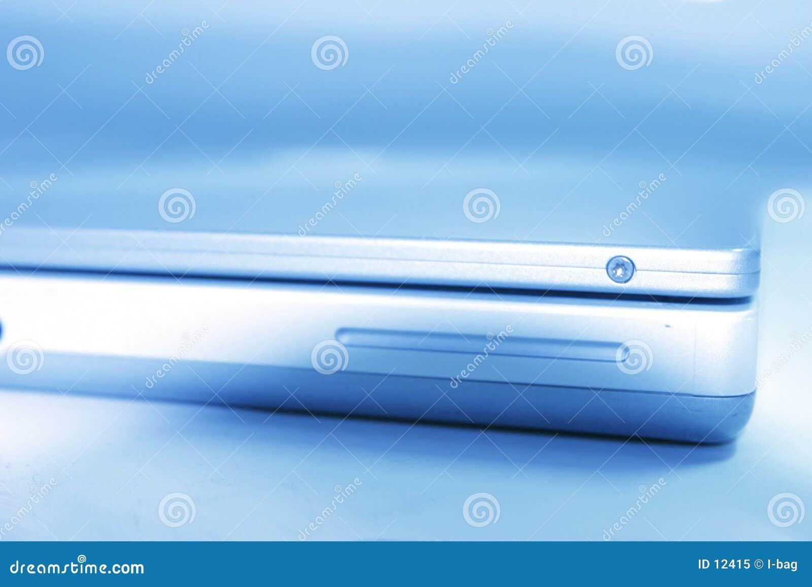 Blå bärbar dator
