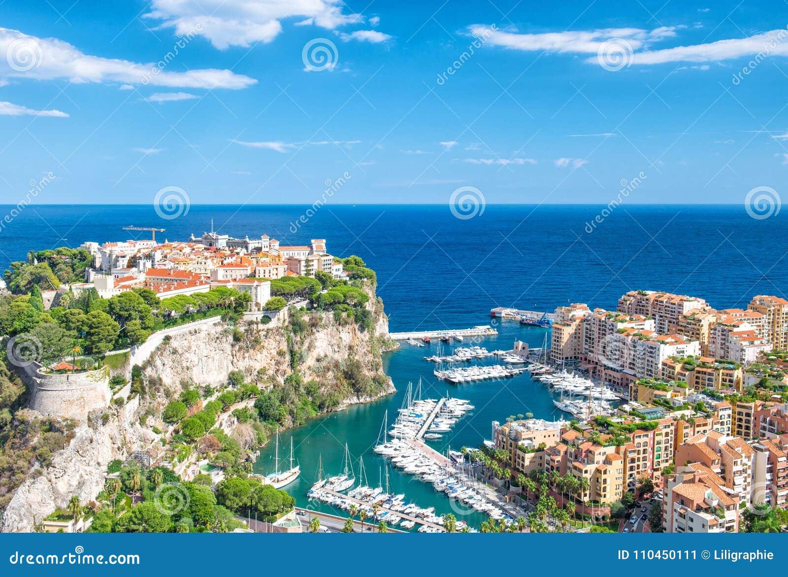 Blå himmel för Monaco Fontvieille Monaco marinamedelhav