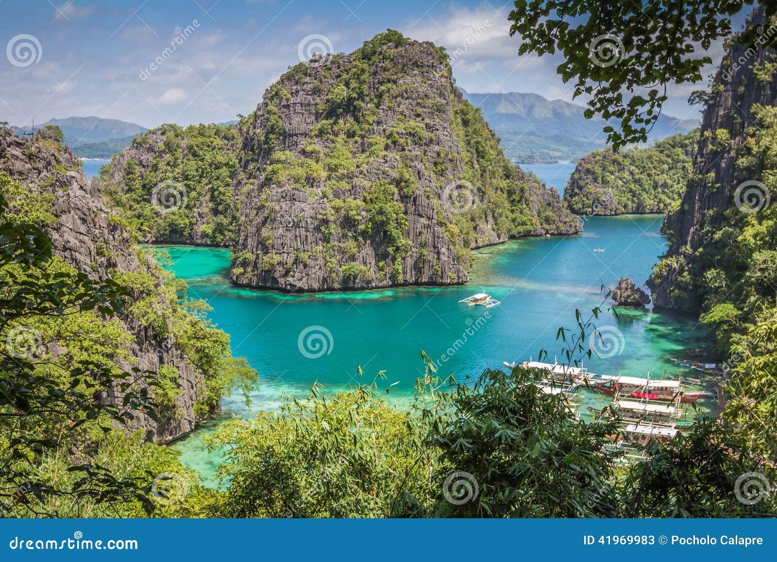 Blå lagun i Coron Palawan Filippinerna