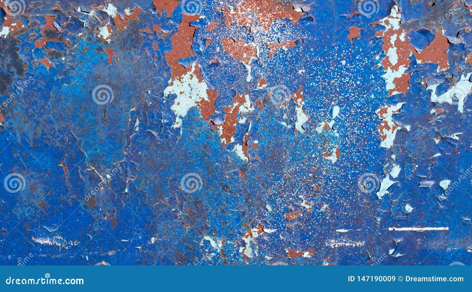 Blå målad metallbakgrund, med många sprickor, skalning och flagnande målarfärg rostad textur