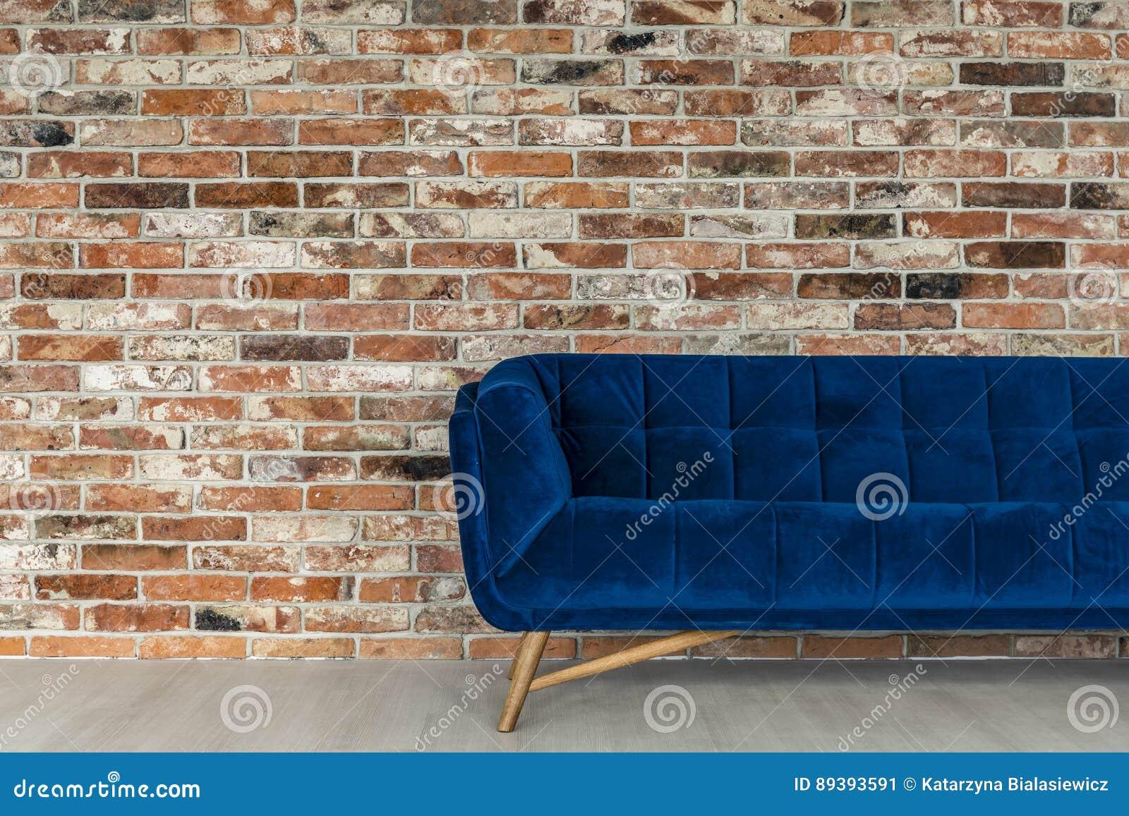 Blå soffa i vinden