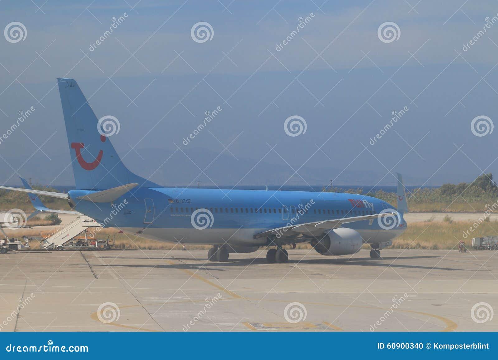 Blå trafikflygplan