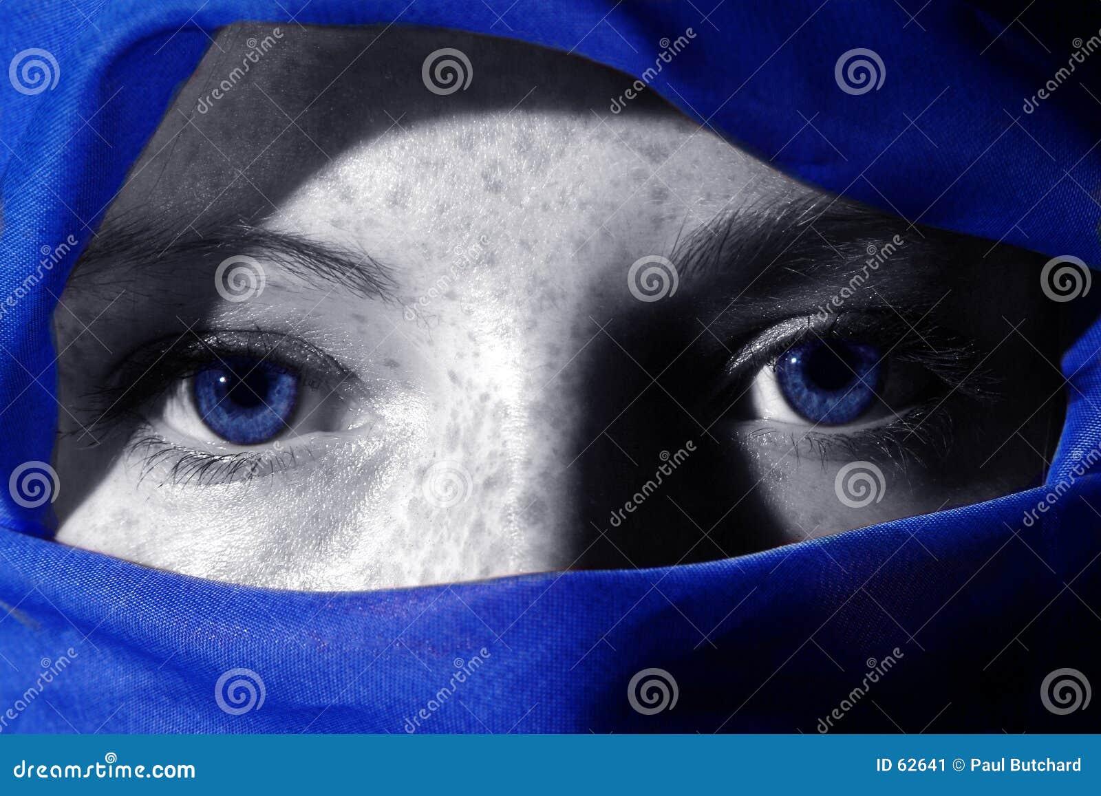 Blåa djupa ögon