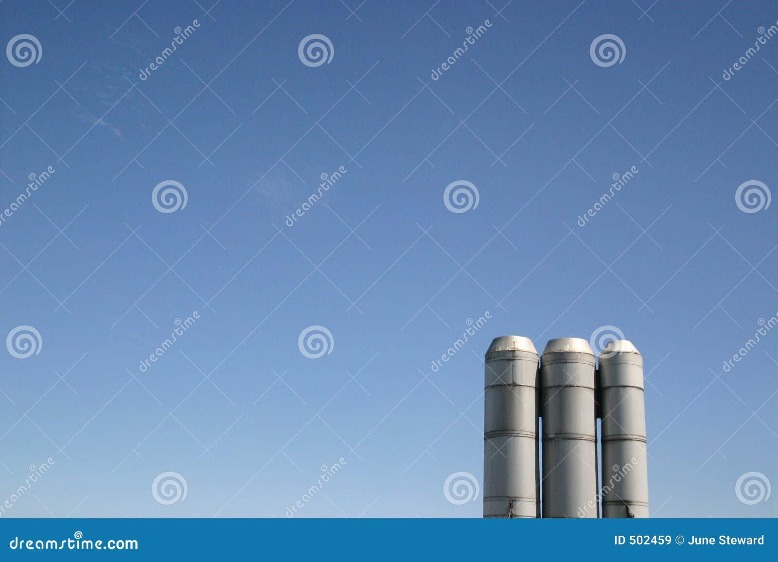 Blåa industriella skybuntar