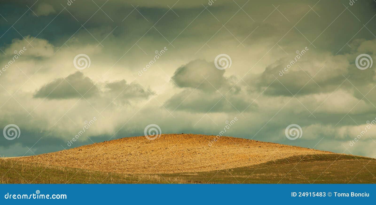 Blåa oklarheter field den nya plogade skyen
