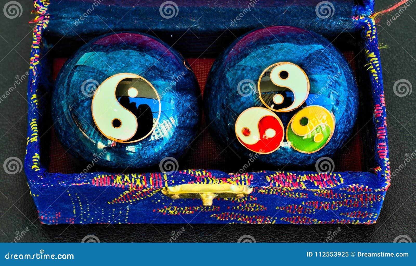 Blåa stålzenbollar