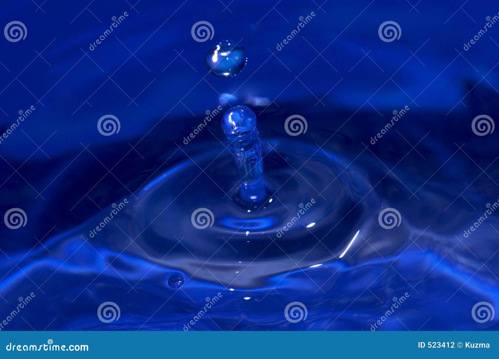 Blått droppvatten